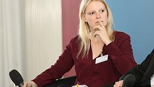 Britta Gehrke im Gespräch auf dem Podium