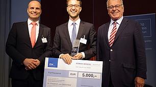 Preisträger Dr. Friedrich von Schönfeld mit Prof. Randolf Rodenstock und Laudator Prof. Dr. Dominik Enste