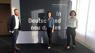 Experiment digitales Salonstreitgespräch geglückt: Markus Armbruster, Nese Sevsay-Tegethoff und Tina Maier-Schneider.