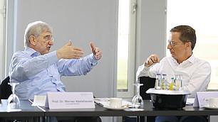 Prof. Dr. Werner Abelshauser in der Diskussion mit Prof. Dr. Michael Hüther