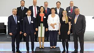 Gruppenbild: Preisträger, Laudatoren und Referenten bei der Preisverleihung 2018