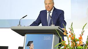 Alfred Gaffal, Präsident der vbw - Vereinigung der Bayerischen Wirtschaft e. V. spricht das Grußwort