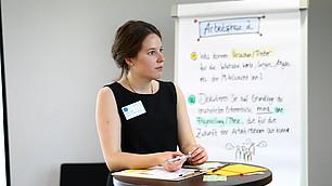 Kathrin Orth moderiert die zweite Arbeitsgruppe