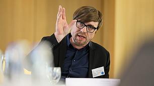Stefan Watzke erläutert seine Beobachtungen aus dem klinischen Alltag