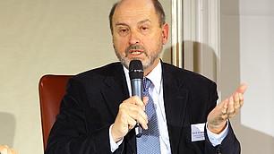 Prof. Stefan Hradil zu Vertrauen