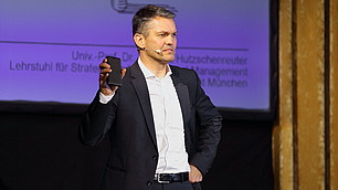"""""""Alle wollen in ihrer Branche Apple sein"""", so Thomas Hutzschenreuter."""