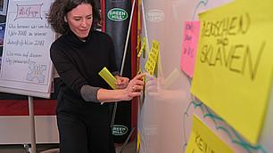 Tina Maier-Schneider zeigt mögliche Pfadabhängigkeiten auf