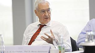 Wirtschaftsethiker Prof. Dr. Karl Homann erläutert seine These zu den normativen Grundlagen