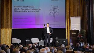 """""""Sterben oder zum Star werden liegt bei Unternehmen oft nah beieinander"""", demonstriert Thomas Hutzschenreuter."""