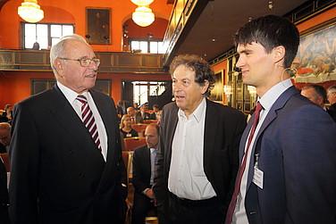 (v. l.) Der Gastgeber, Prof. Randolf Rodenstock mit Prof. Dr. Dieter Frey und Martin Fladerer, LMU München