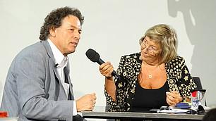 Carmen Thomas befragt Prof. Dieter Frey
