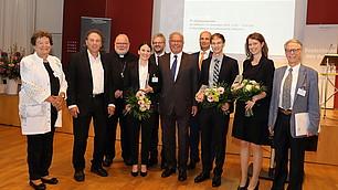 Glückliche Gewinner mit Kardinal Marx, Vertretern der Jury und dem RHI Vorstandsvorsitzenden