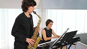 Das DUO MILLEFLEURS umrahmt die Preisverleihung musikalisch