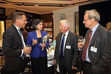 Peter Hartmann, Nese Sevsay-Tegethoff, Fritz Kempter und Franz Ruland im Gespräch