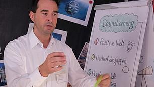 Oliver Koppel formuliert seine Ideen für ein Zukunftsbild
