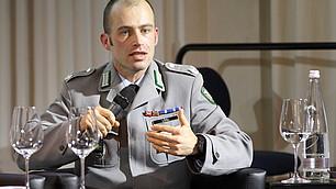 Major Florian Lösl spricht über Führung in der Bundeswehr