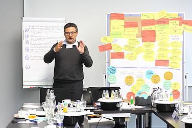 Detlef Fechtenhauer präsentiert wesentliche Arbeitsergebnisse