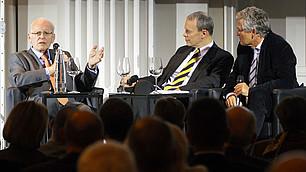 """""""Das Wort 'Zeitfenster' spielt in der Politik eine große Rolle."""" – Roman Herzog diskutiert mit Henning Krumrey, WirtschaftsWoche, und Dieter Frey, ZDF-Chefredakteur, auf dem RHI-Symposium """"Führung anders denken"""" am 20. November 2013."""