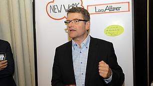Lars Attmer beantwortet Fragen der Gäste