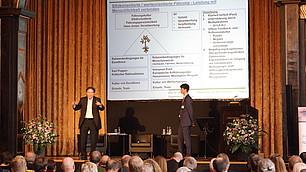 Prof. Dr. Dieter Frey und Martin Fladerer sprechen zum Thema Werte und Führung