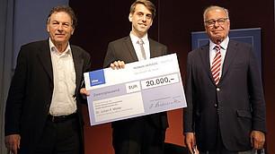 Preisträger Dr. Julian F. Müller mit Prof. Randolf Rodenstock und Laudator Prof. Dr. Dieter Frey