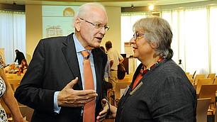 Roman Herzog im Gespräch mit Eva Gantner, Rektorin der Hans-Maier-Realschule Ichenhausen