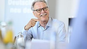 """""""Digitalisierung und KI nicht immer von der Technologieseite betrachten!"""" fordert Bruno S. Frey."""