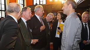 Wolfgang Heubisch, Minister a.D. im angeregten Gespräch mit Dr. Mark Terkessides