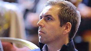 Interessierter Zuhörer Philipp Lahm.