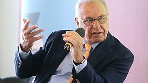 Prof. Rodenstock beim Einführungsgespräch