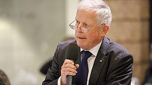 Fritz Kempter erfragt Hintergründe zur Unternehmensbesteuerung.