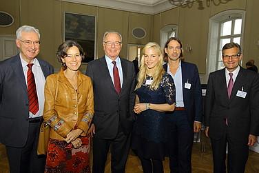 Gruppenbild mit Referenten und Vorstand des RHI