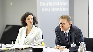 Tina Maier-Schneider und Moderator Prof. Dr. Andreas Urs Sommer