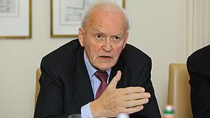 """Roman Herzog diskutiert beim RHI-Workshop zum Thema """"Was ist Gerechtigkeit – und wie lässt sie sich verwirklichen?"""", 26. November 2009"""